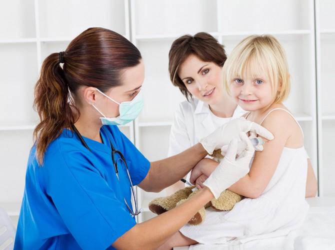 El fisioterapeuta infantil está especializado en el diagnóstico, pediatría, tratamiento y cuidado de los recién nacidos, niños y adolescentes